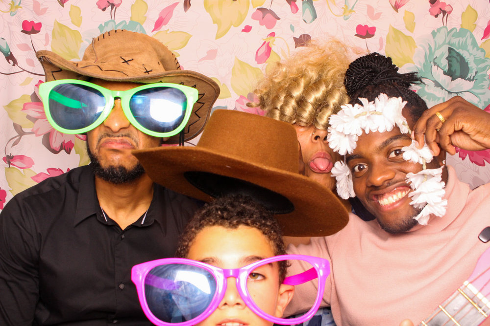 FOTOAUTO-photo-booth-hire-236.jpg