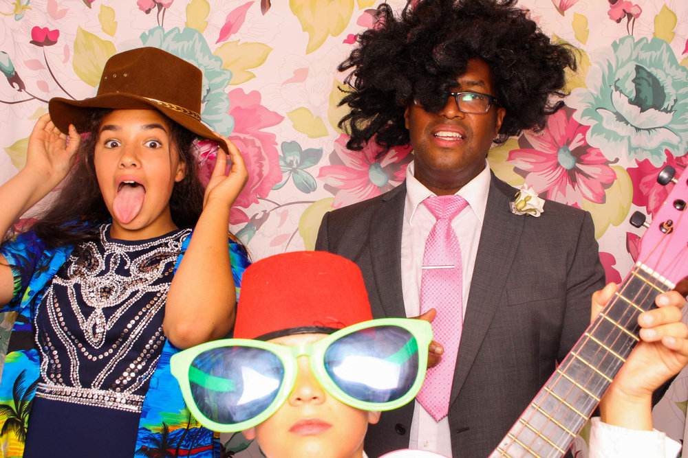 FOTOAUTO-photo-booth-hire-239.jpg