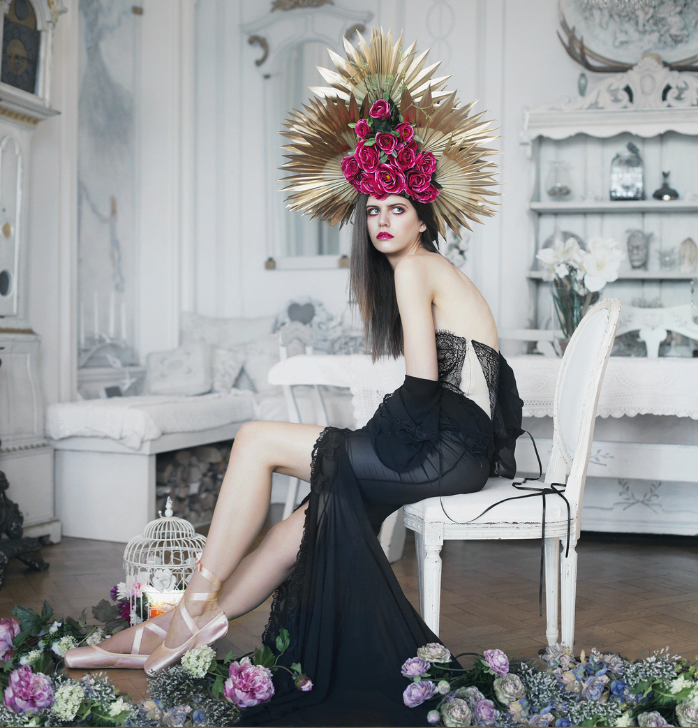 Dress: Sian Whitefoot, Headpiece: Beksies Boutique Couture
