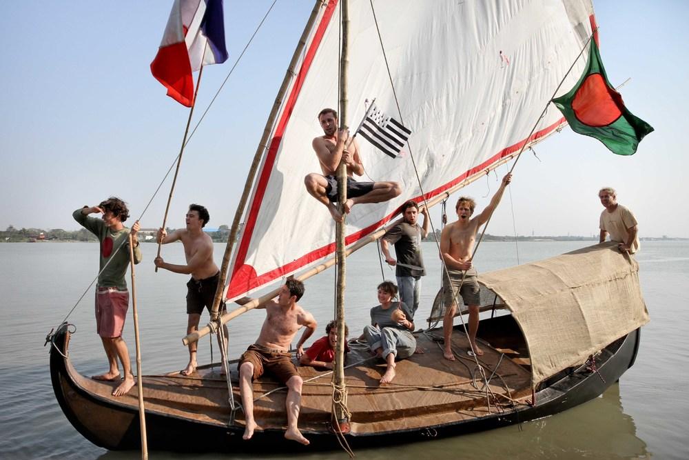 Corentin de Chatelperron à bord de son Gold Of Bengal, premier bateau 100% en fibre de Jute - Avril 2013
