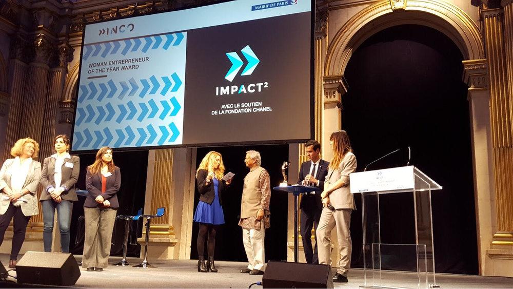 Remise du prix avec le fondateur de Inco, Nicoas Hazard, le pr M. Yunus et de la mannequin Caroline de Maigret.