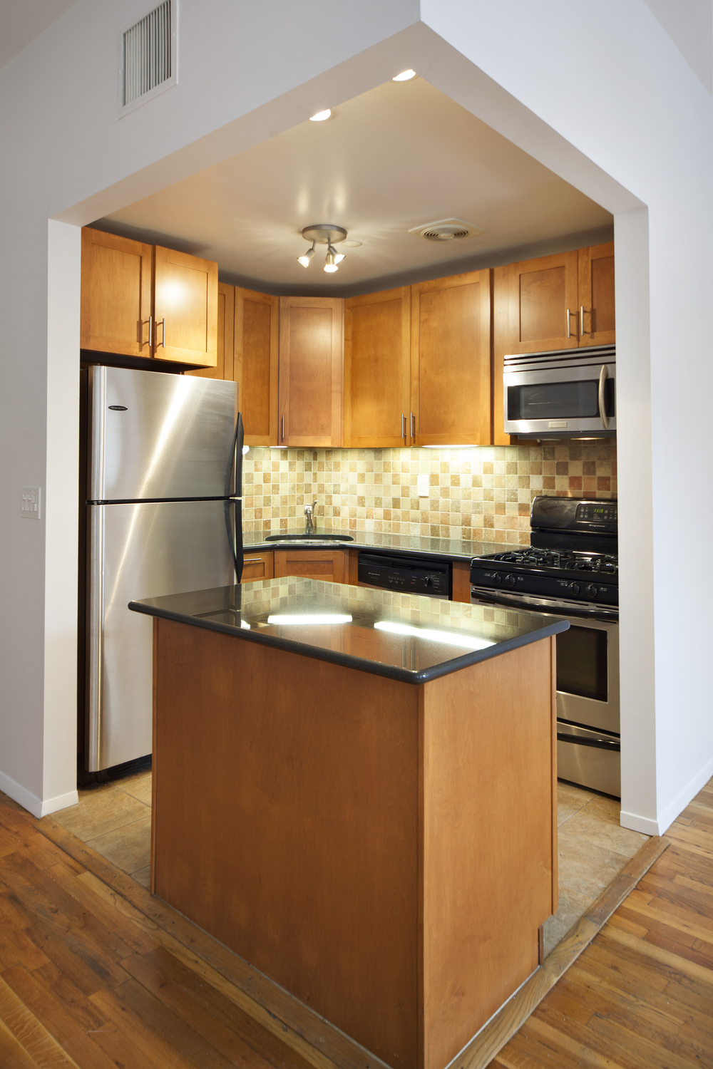 560StateSt-10C-KITCHEN.jpg
