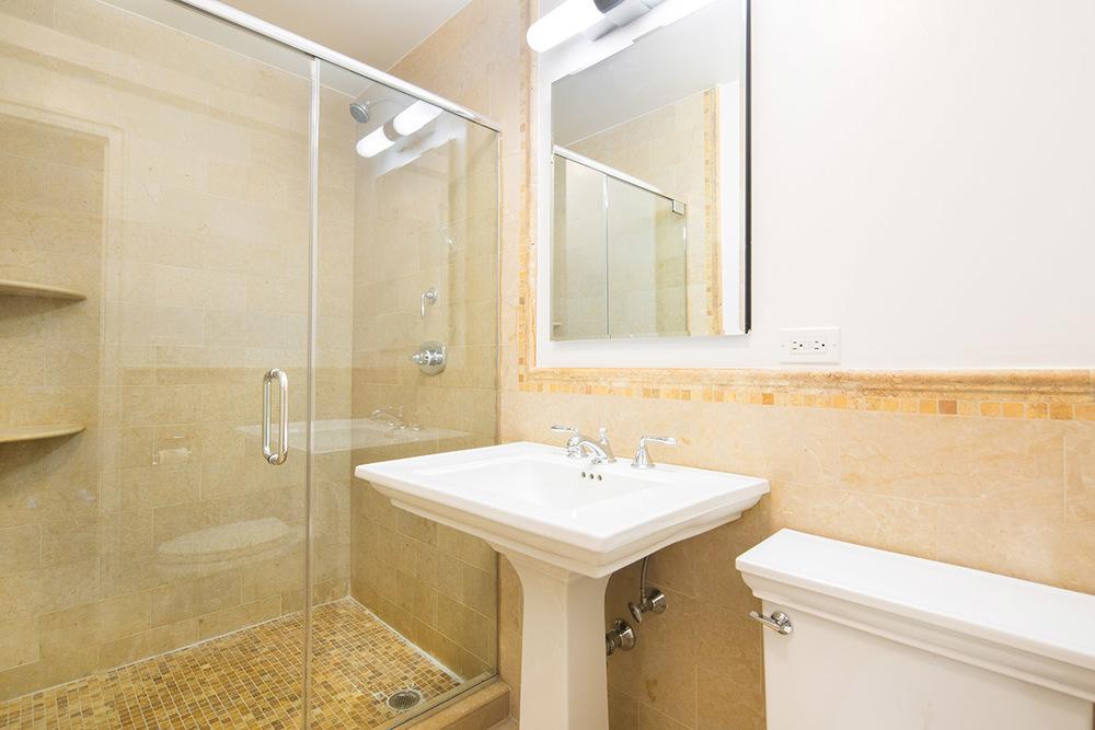 177_E_77_3C__KAmbrosetti-6 - Bathroom.jpg