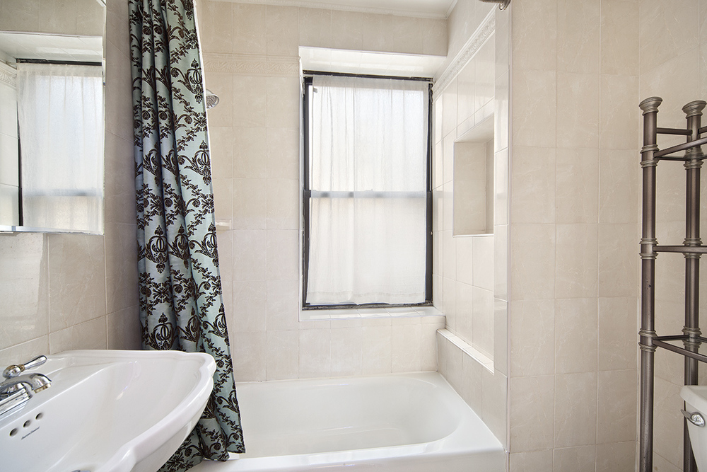 296SterlingPlace_3A_bath_WEB.jpg