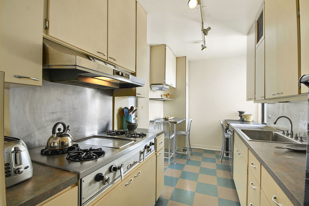 60EEA_33B_kitchen2_WEB.jpg