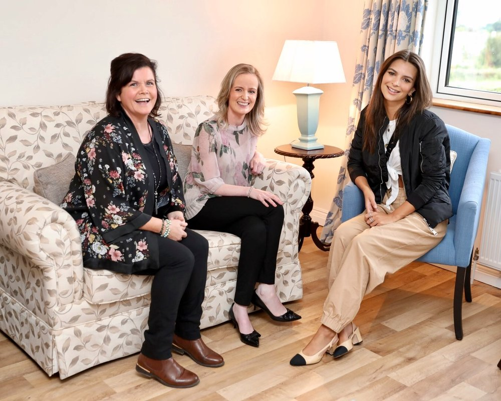 Emily Ratajkowski pictured at Cork ARC Cancer Support House in Bantry with Claire Spillane, Volunteer and Catriona O'Mahony, Community Cancer Support Co-ordinator.