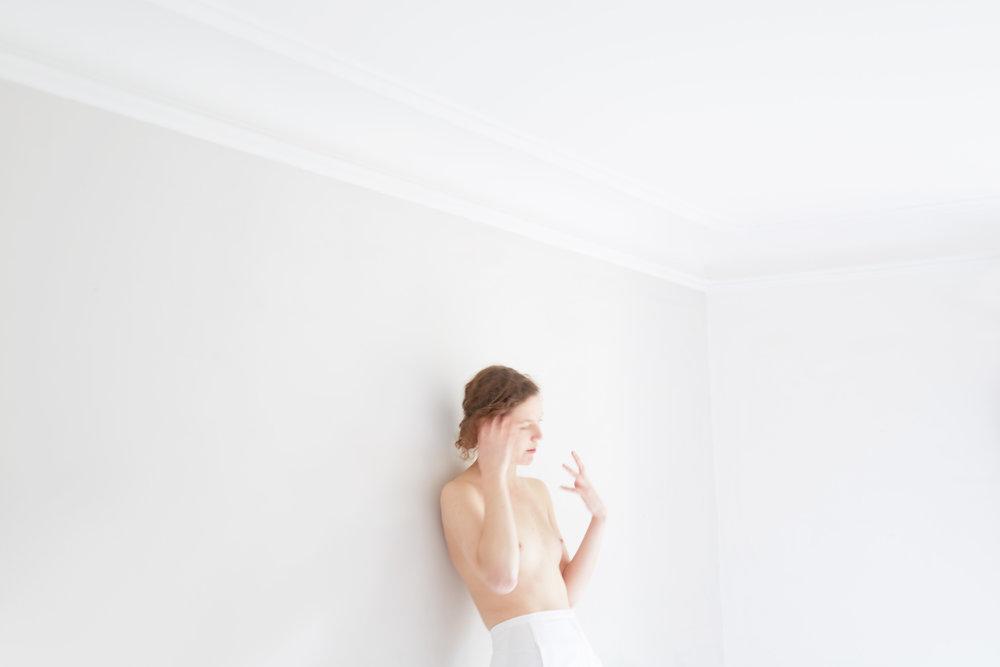 GirlWhiteRoom_1157.jpg