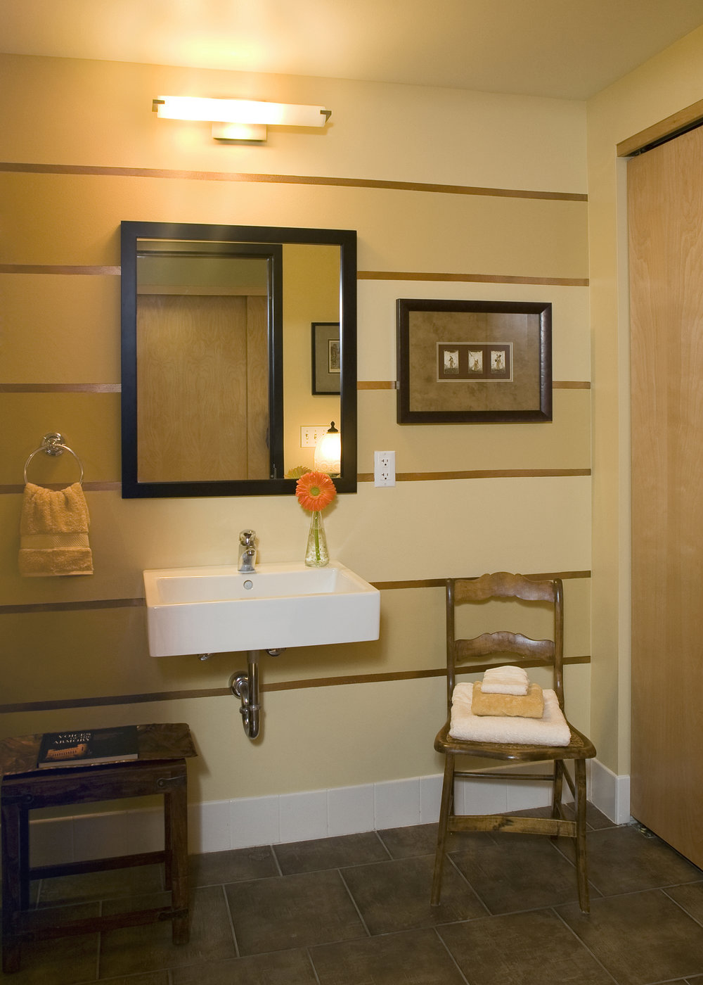 bathroom1_crop.jpg