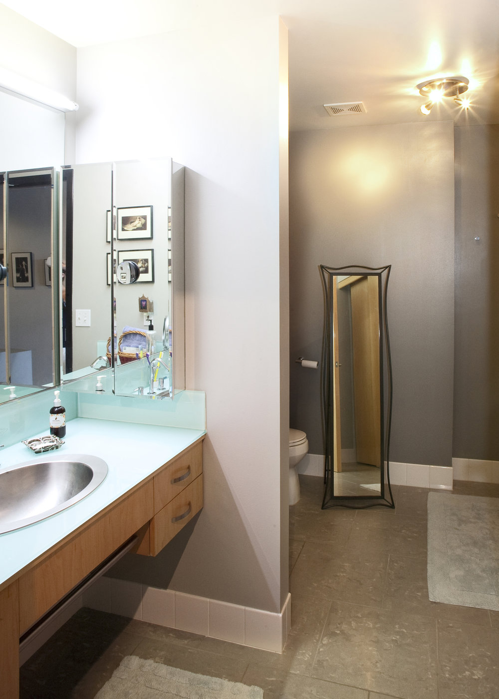 bathroom_crop.jpg