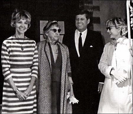 Mary Pinchot Meyer (far right) and John F. Jennedy (second to the right) with Antoinette Pinchot Bradlee, Ruth Pinchot