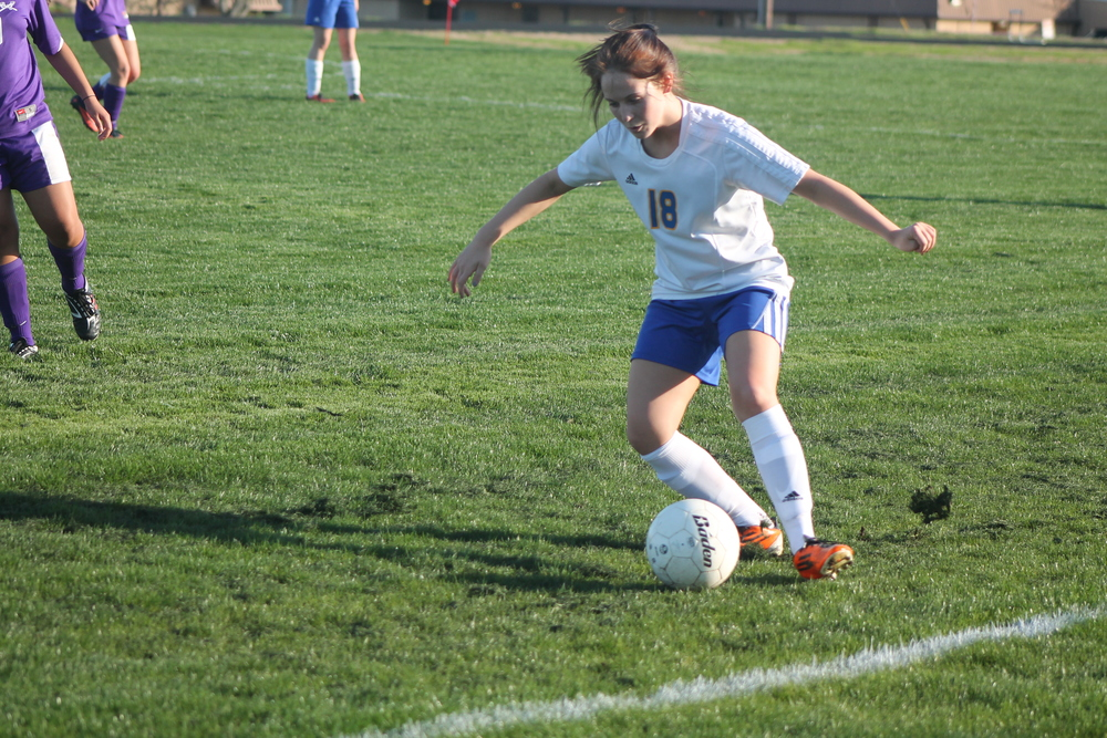 (Photo by Maddie Routon) Melanie Brewer positions the ball for a cross.