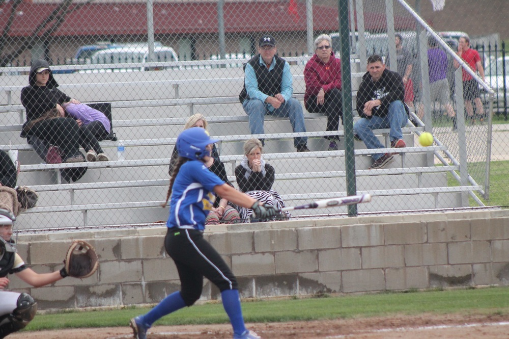Lauren Hodges with a single for the Pantherettes in their 12-2 win over Pleasant Grove.