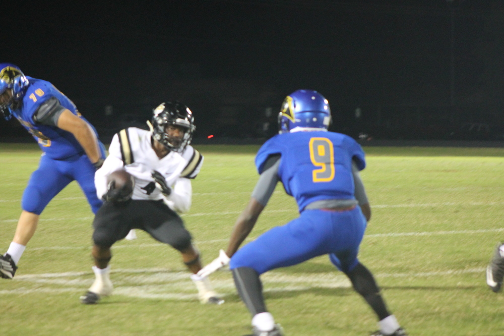 (Photo by Adam Routon) Menderiz Gray getting in position to make a play Friday Night
