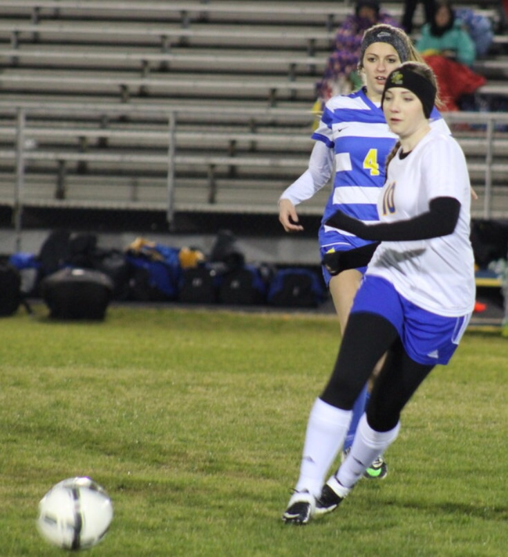 Peyton Fleming pursues the ball
