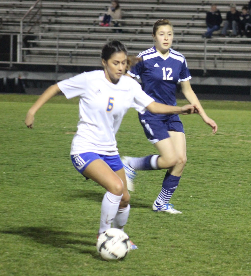 (Photo by Madison Routon) Daisy Rangel moves the ball