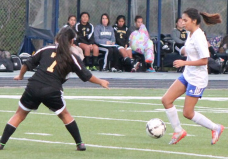 Daisy Rangel showing her dribbling skills