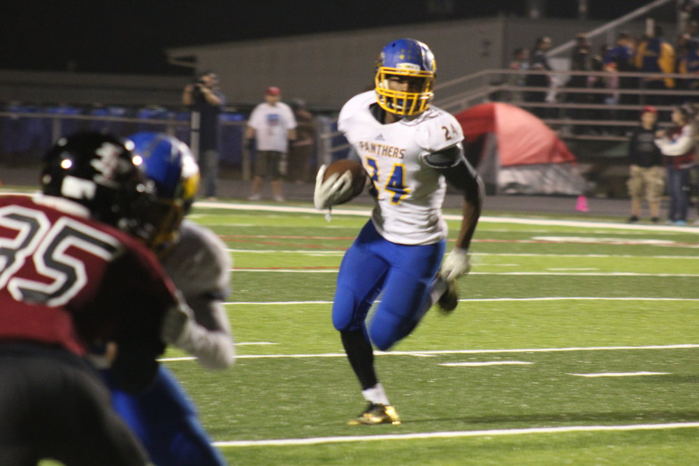(Photo by Maddy Routon) Javon Franklin with a run for North Lamar against LE.