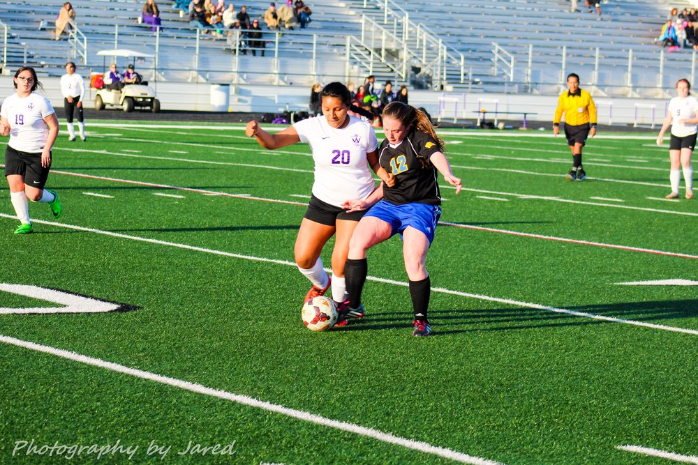 Hylan Gabeline fights for the ball