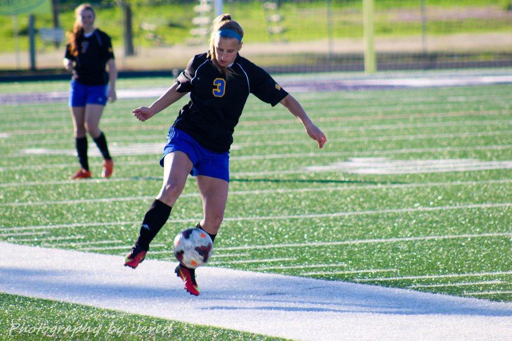 Kylea Basden with the ball.