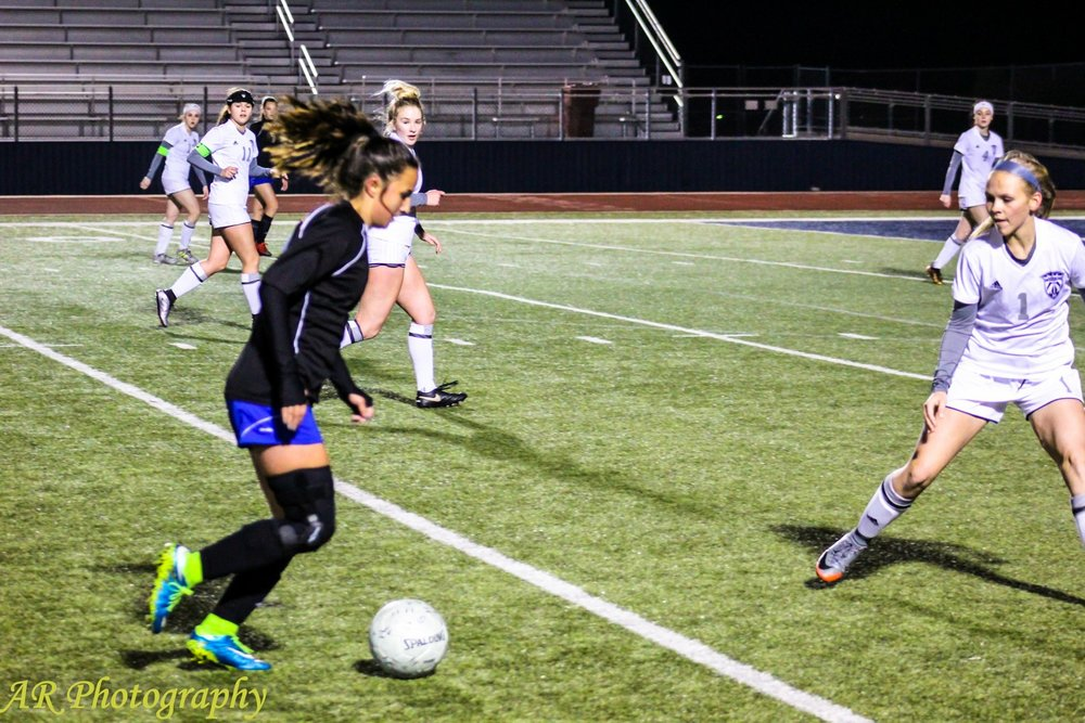 Jaycie Proctor moves the ball in the Paris match