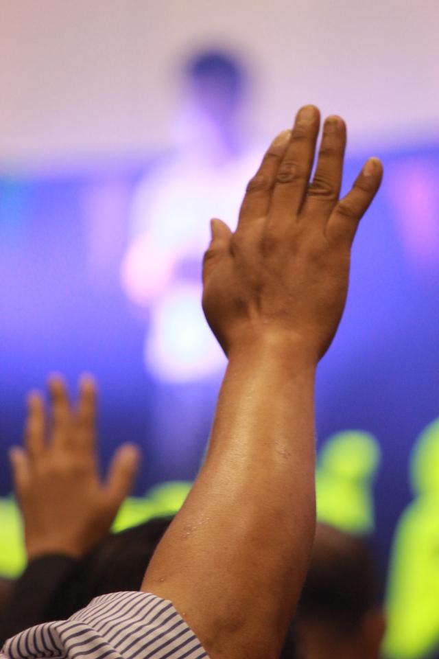 pray-and-praise-1616395-640x960.jpg