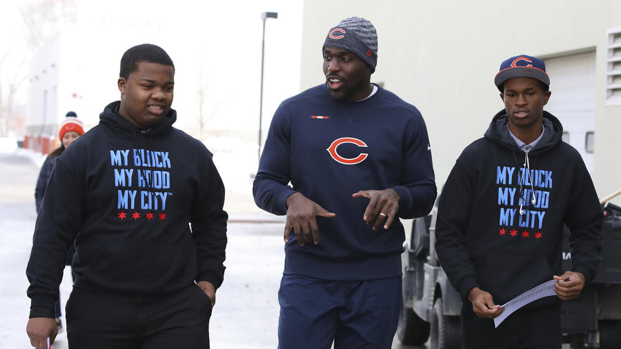Chicago Tribune - Members of My Block My Hood My City meet the Chicago Bears