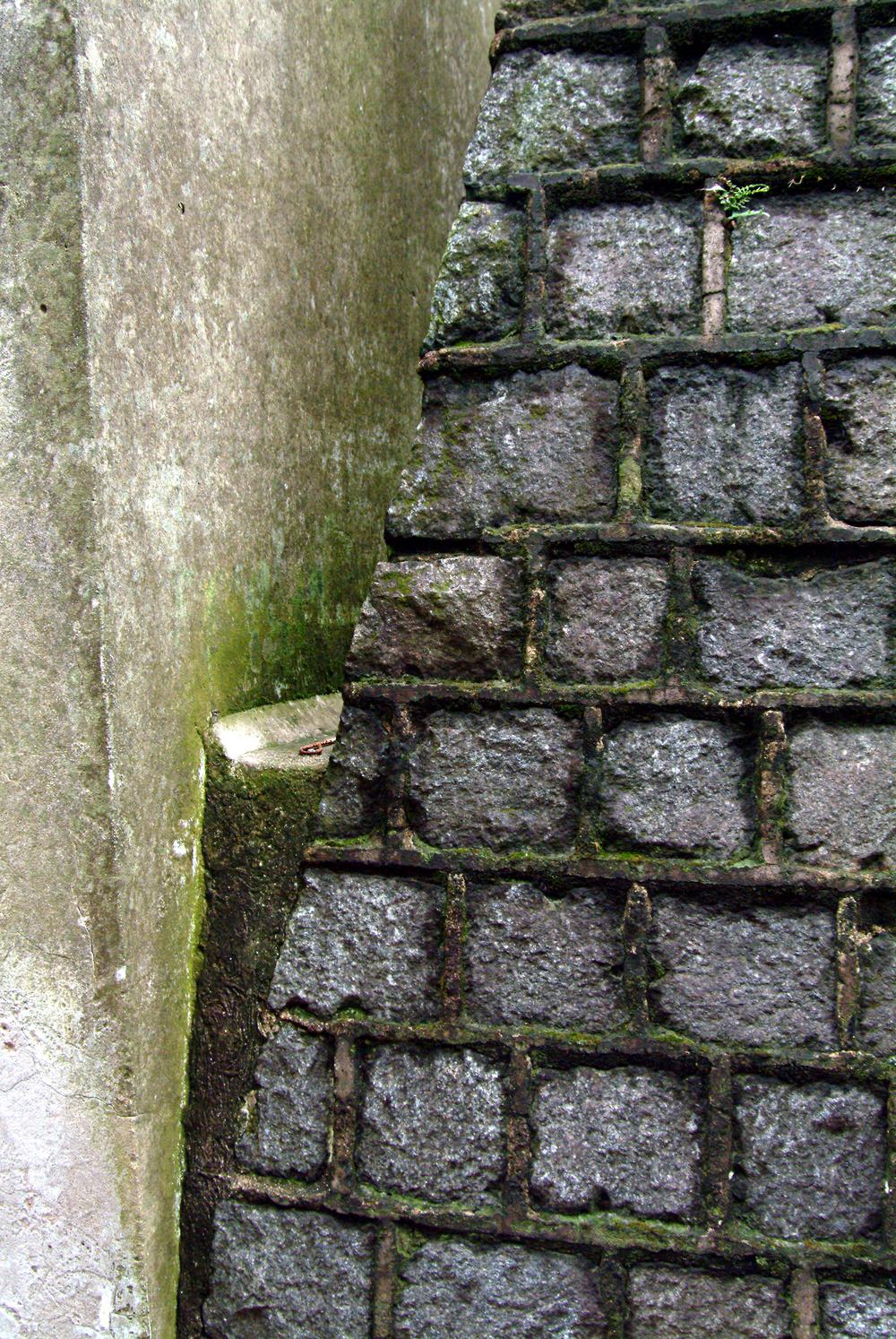 7 cobblestone pyramid w moss.jpg