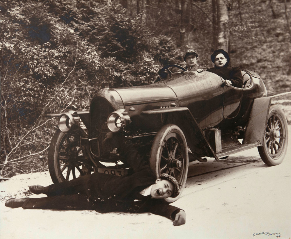 Nick Schlesser (driver) having fun with friends in his Hansa automobile in 1917.