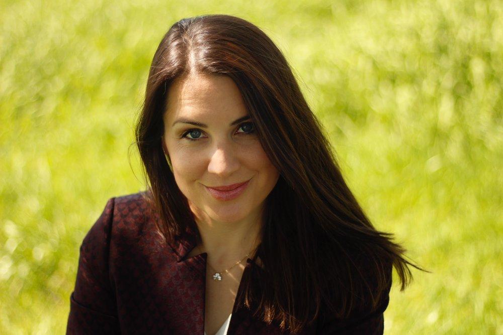 Julia Bauer - Moderatorin für TV, Event, Kongress, Gala, Preisverleihung, Automotive, Automobil, Business, Politik, Digitalisierung, Industrie 4.0, Trends, Technik und Reise