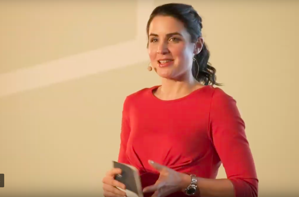 Julia Bauer als Moderatorin des German Design Award 2018