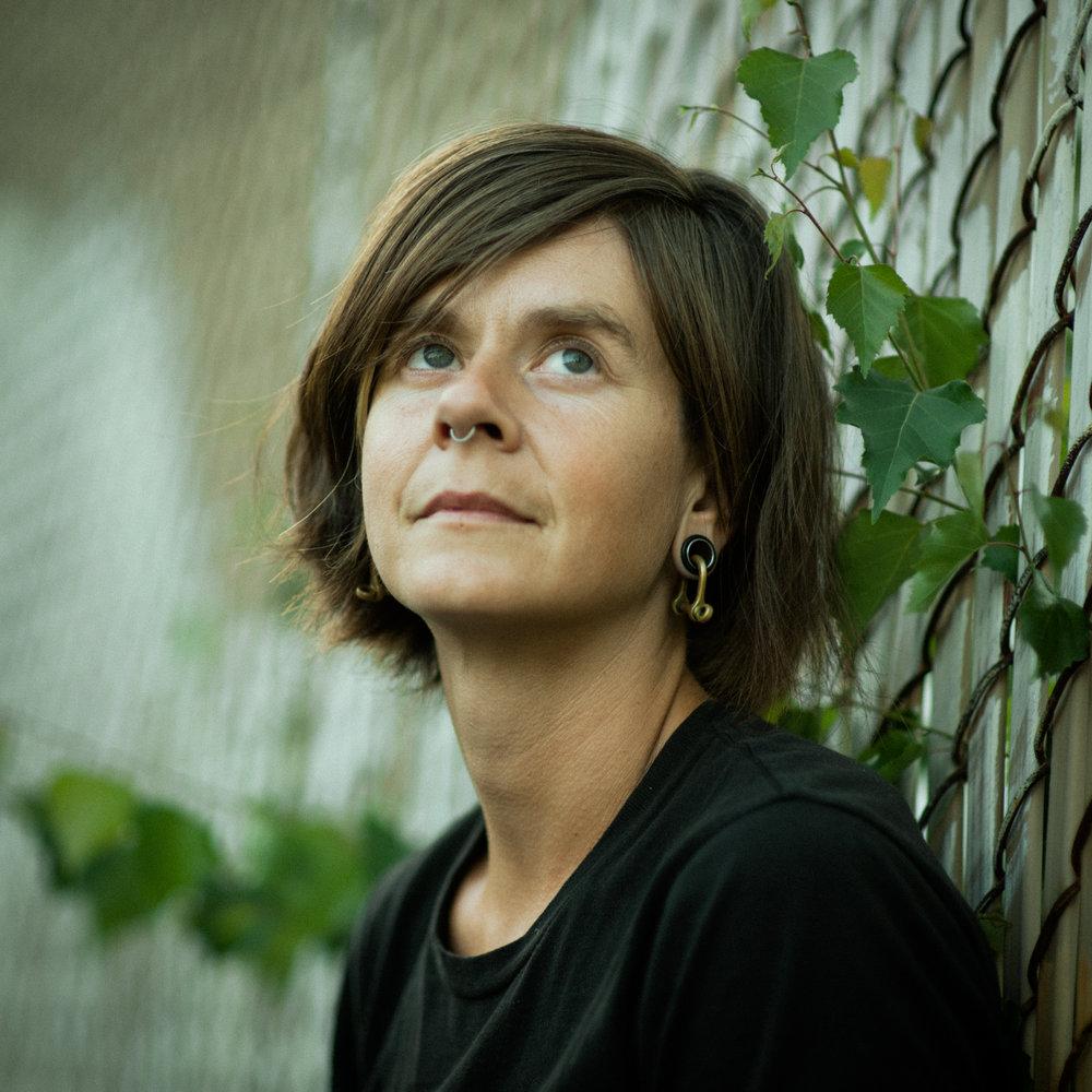 Thea Gahr bio photo.JPG