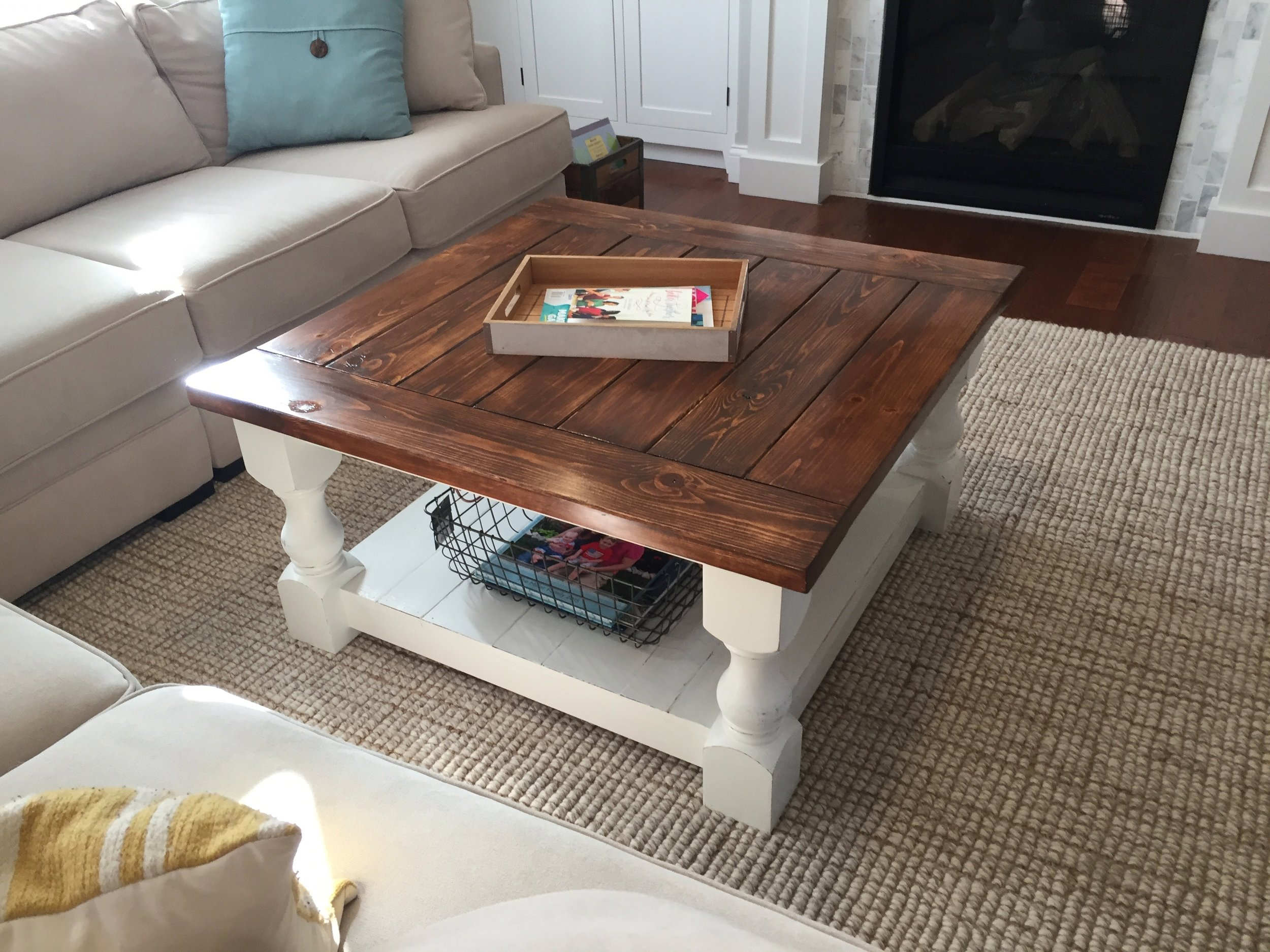 Attirant Farmhouse Coffee Table With Stained Top And White Bottom