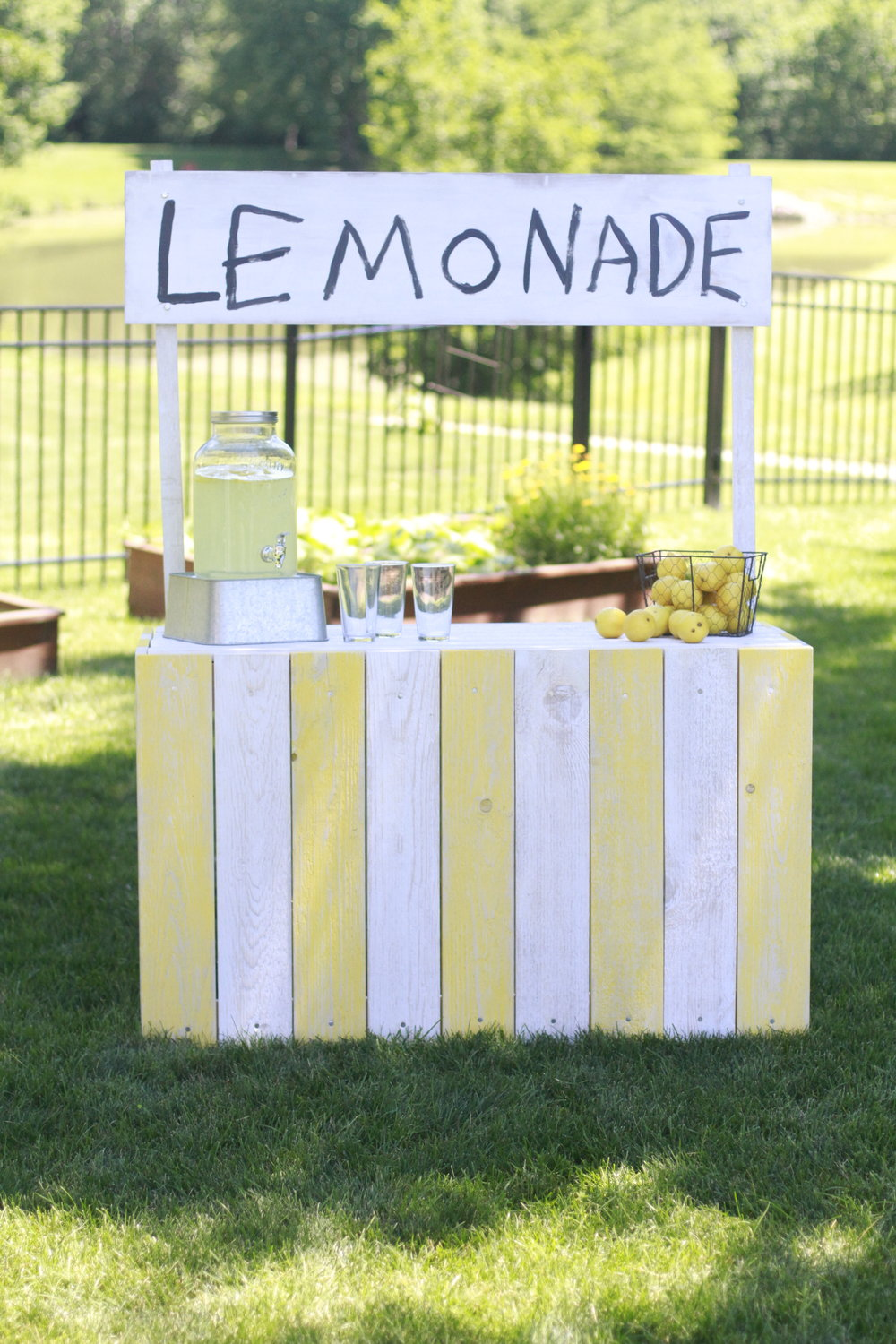 Vintage Country Chic Lemonade Stand | Woodworking