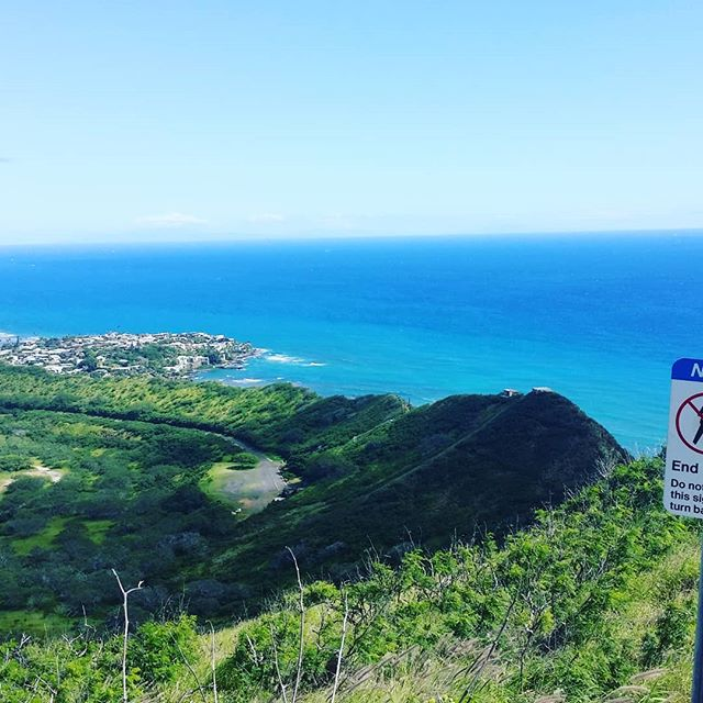 """I've learned that people will forget what you said, people will forget what you did, but people will never forget how you made them feel."" #mayaangelou #diamondheadhike #honolulu"