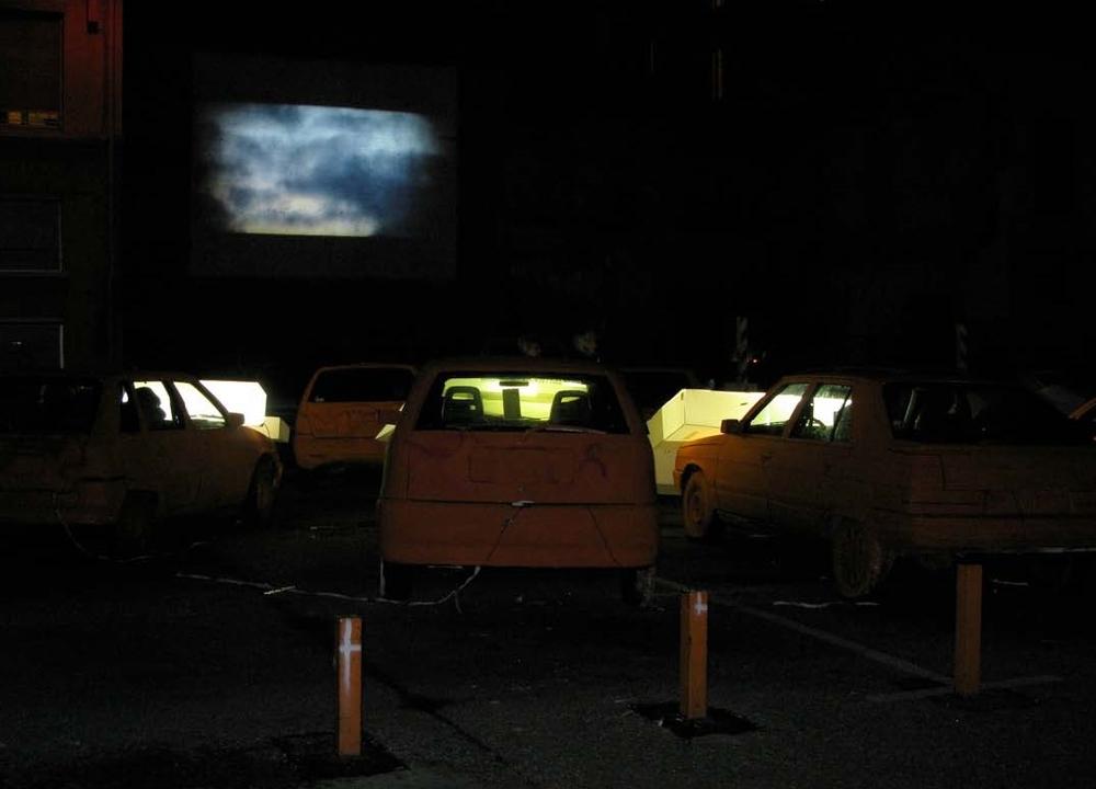 SUPERFLOU / FÊTE DES LUMIÈRES LYON 2009 GALERIE ROGER TATOR PROJECTION-VIDÉOS AU SEIN D'UN DRIVE-IN URBAIN