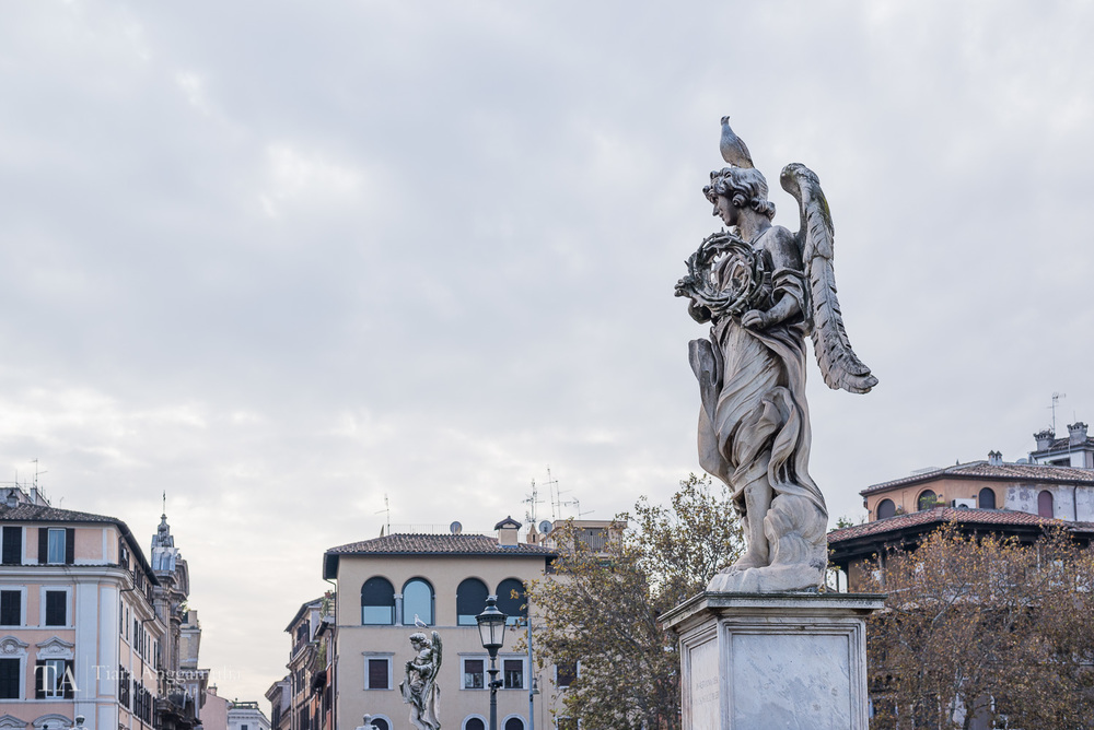 One of the statues on Saint Angelo's bridge.