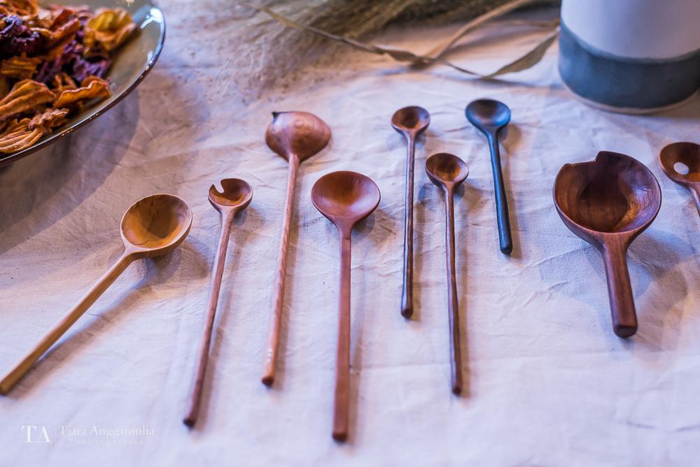 Handmade spoons on display at Kinfolk dinner.