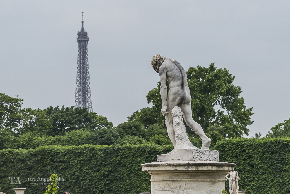 Sculpture in Jardin des Tuileries.