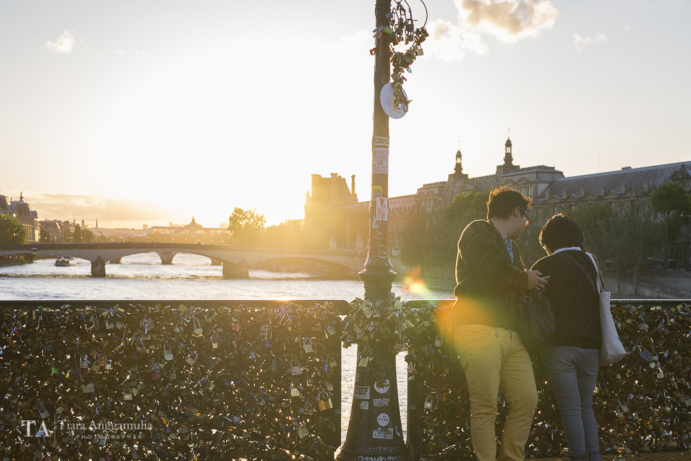 A couple on Pont des Arts.