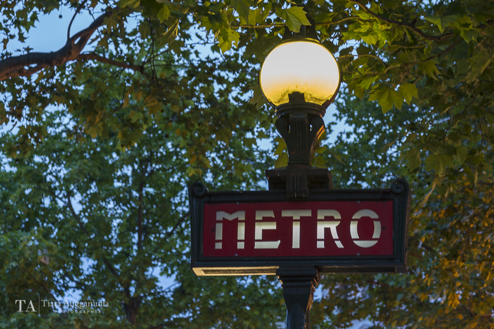 The Metro underground sign.