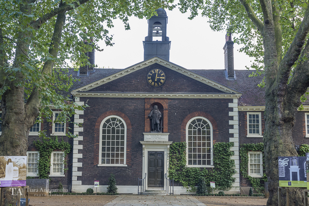 The front facade of Geffrye Museum.