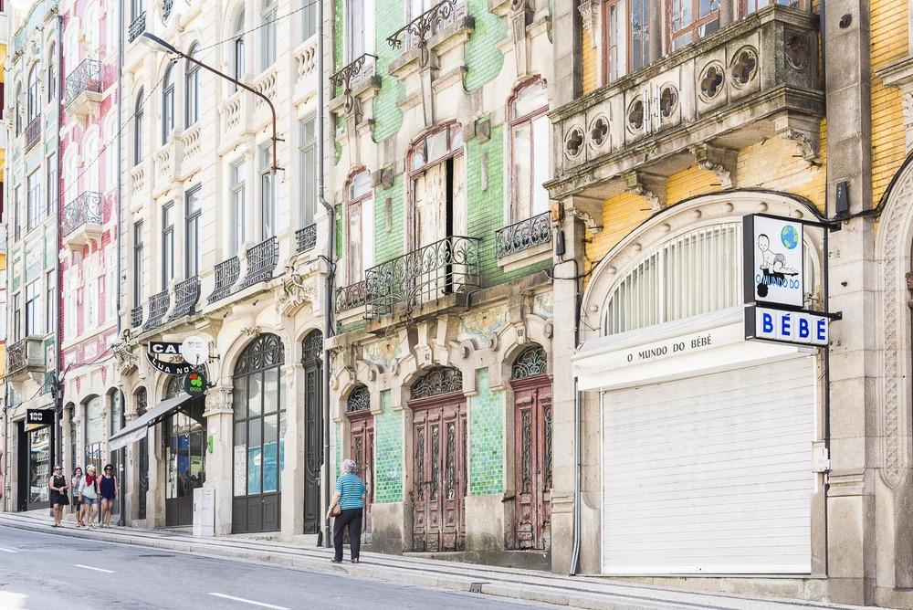 Facade of Porto 2.jpg