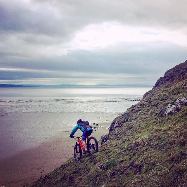 I always thought mountain bikers were pretty mad and here's the proof...this guy rode face first straight off the side of Brean Down in Somerset, which is basically a cliff edge! For those who don't know the place, it is a rocky headland 90+ metres high that frames the southern end of Weston-super-Mare, and amongst many other things has been home to a Roman temple and WW2 defences over the years, well worth a visit if only for the epic views. Oh and if you're wondering, yes he made it down in one piece before riding straight back up another route to do it all again! #fallingwithstyle