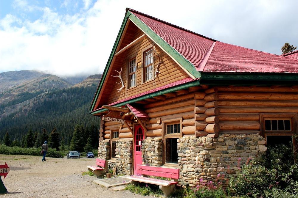 Num-Ti-Jah-Lodge at Bow Lake