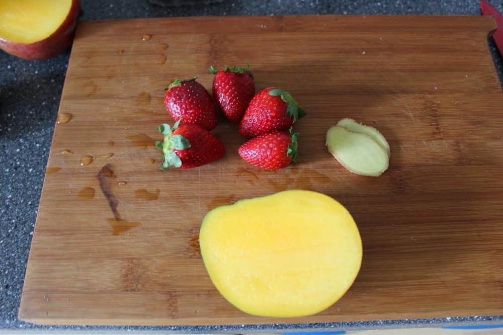 red_juice_mango_strawberry_1.JPG