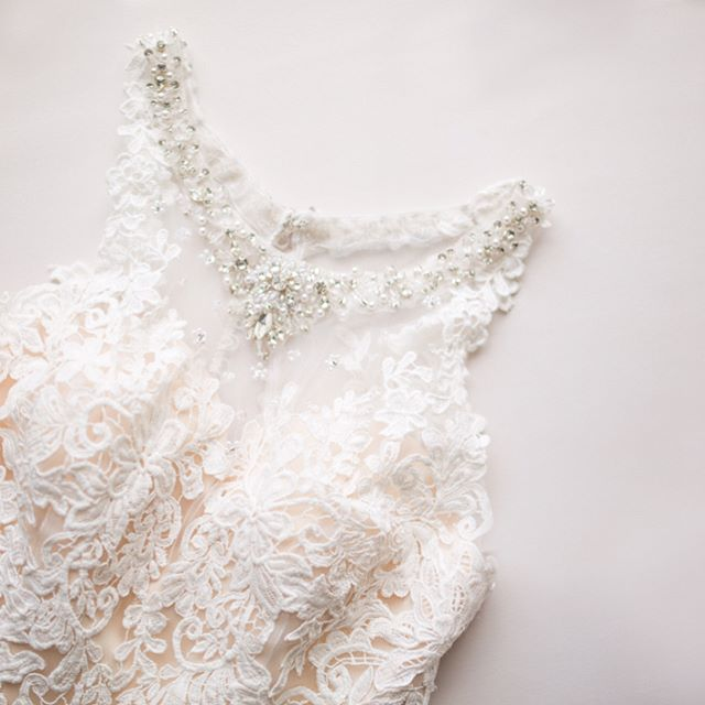Loving these pretty detail shots of Caroline's gown.
