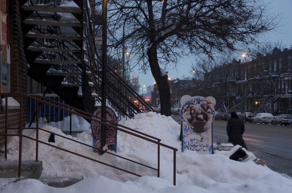 Panneaux publicitaires dans la neige, boulevard St-Michel