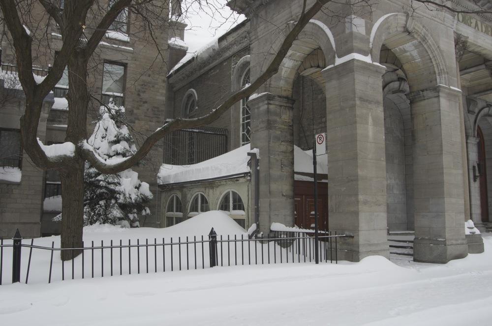 Portique de l'Église St-Enfant-Jésus, rue St-Dominique
