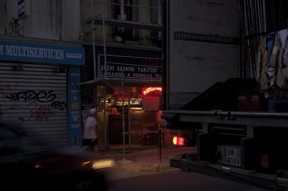 commenter >  Restaurant asiatique, rue de Ménilmontant  < comment