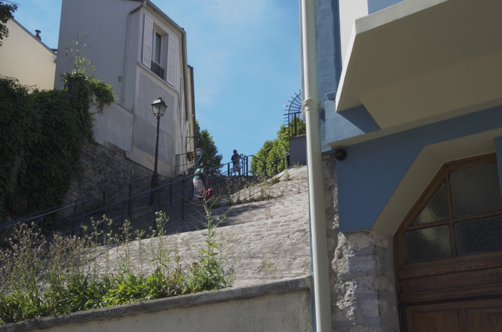 commenter >  L'escalier de la rue des Lilas, boulevard Sérurier  < comment